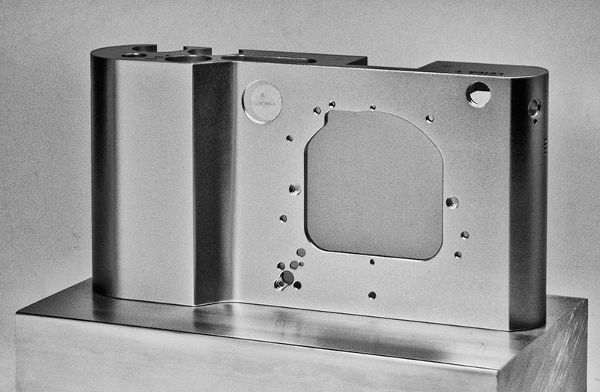 Leica-T-type-701-mirrorless-camera-5